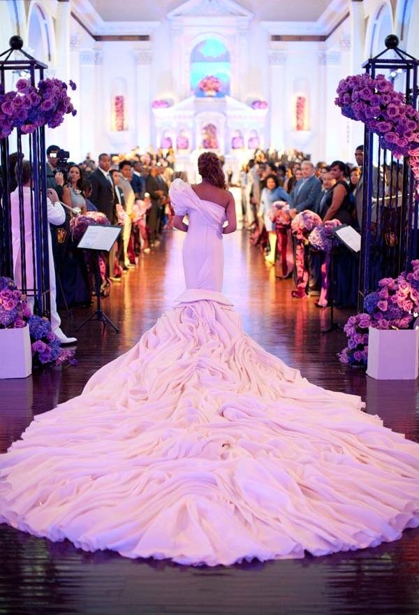 Изумителна булчинска рокля