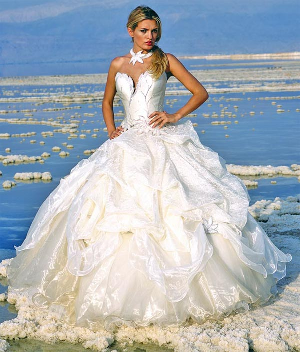 Невероятна булчинска рокля