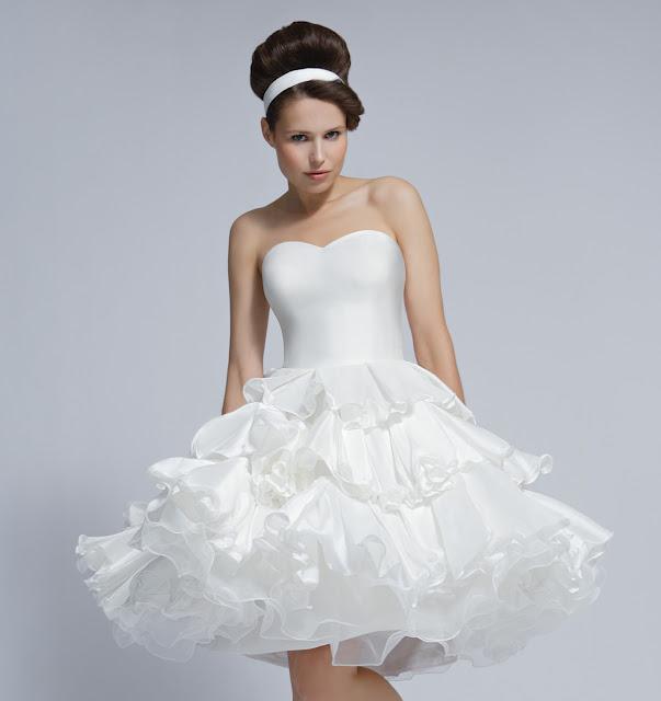 Къса булчинска рокля
