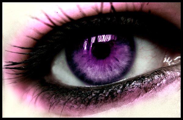 Лилави контактни лещи