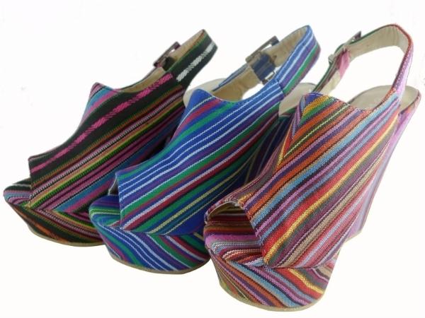 многоцветни обувки