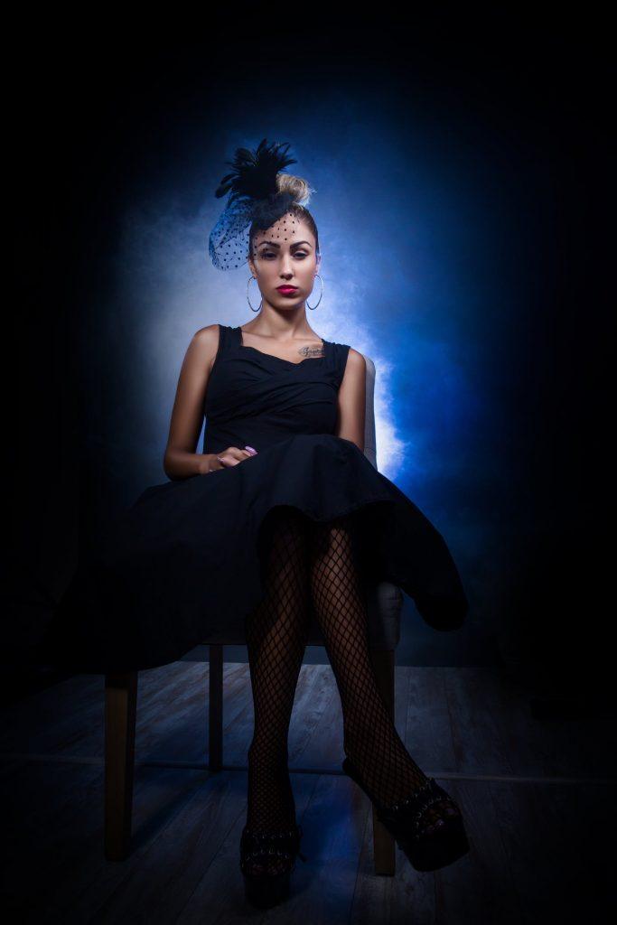 малка черна рокля за коктейл